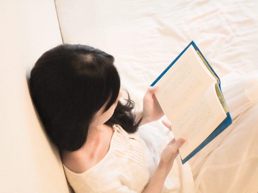 なぜ薄毛になるの?女性のつむじや頭頂部の薄毛の5つの原因とは