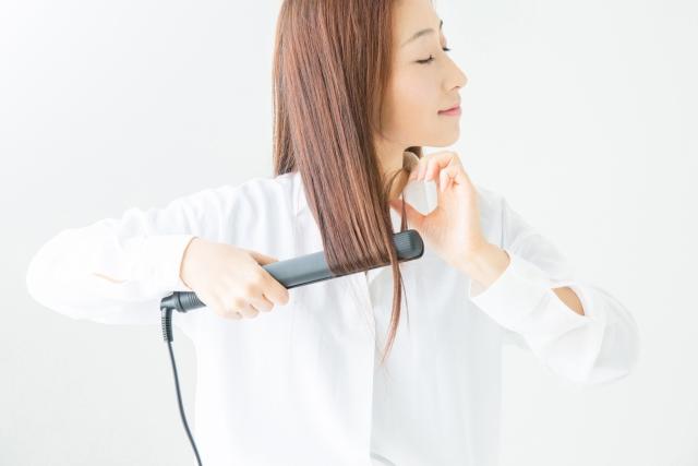 頭皮ニキビで薄毛になるって本当?頭皮ニキビと抜け毛の関連性、女性用育毛剤での対策について調べてみました。