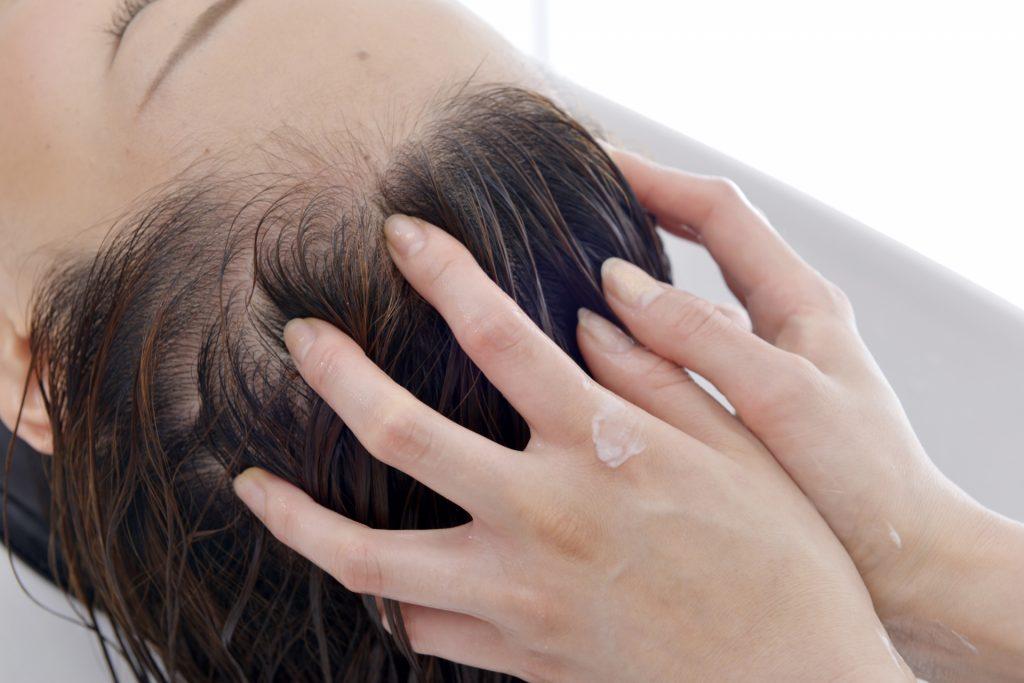 美髪成分をたっぷり配合したヘアカラートリートメントくろめヘアカラートリートメント