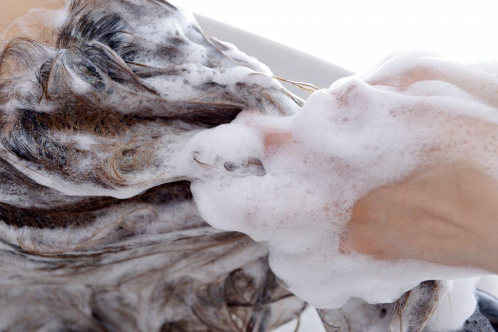 洗浄力を抑えてお肌を労わるハイビスカスシャンプー