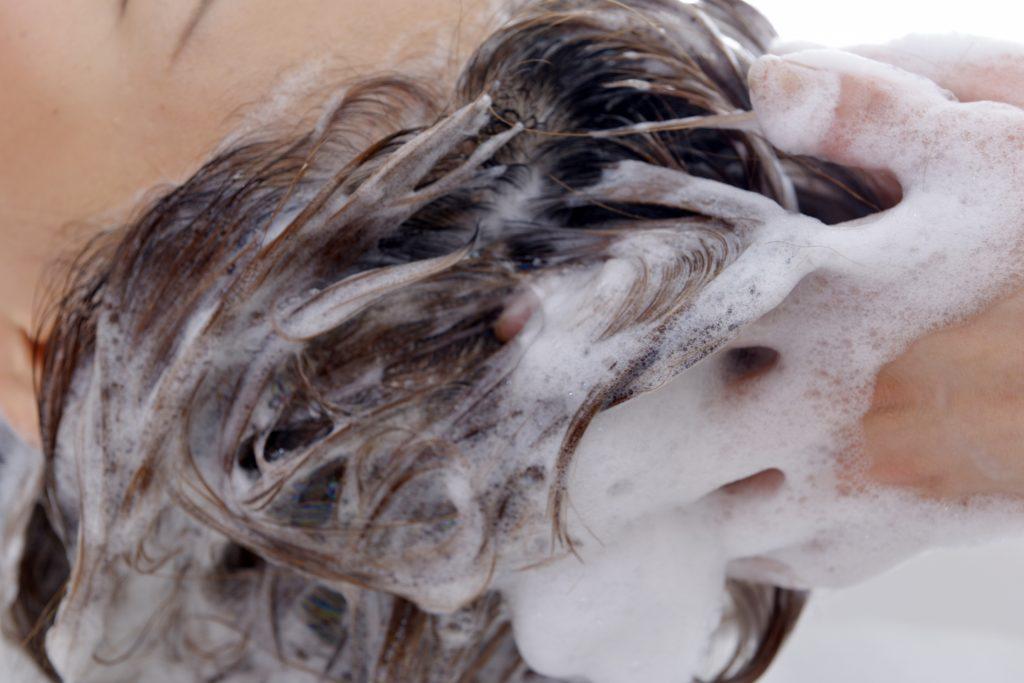 頭皮の汚れを分解することで効果を高めるシャンプー花しゃん