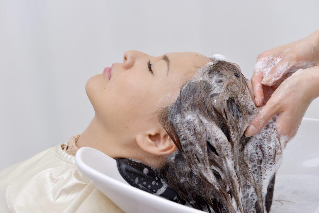 玉髪(たまぐし)ヘアカラートリートメントは素手で使える女性用白髪染め!?