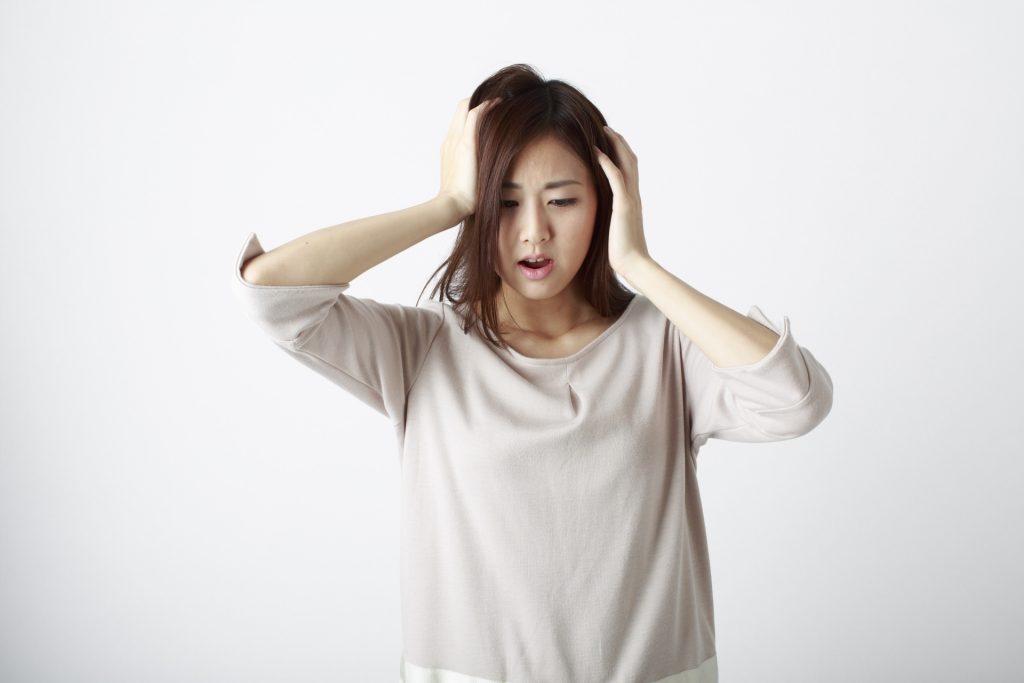 20代女性が抱える抜け毛&薄毛の原因と対策まとめ