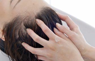 頭皮のコリが抜け毛につながる!頭皮マッサージで柔らかい頭皮を保つ方法は?