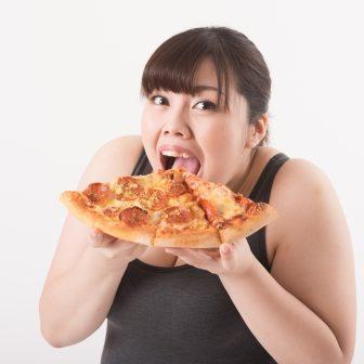 糖質制限ダイエットが抜け毛増加につながる!?原因を解明!