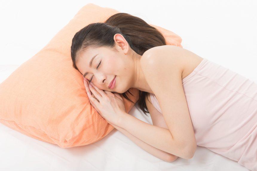 女性の薄毛・抜け毛の原因は睡眠不足? 髪のお悩みを防ぐ睡眠のポイント